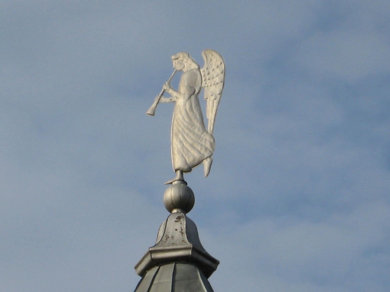 angel-on-top-of-the-tower-at-the-vysotsky-monastery
