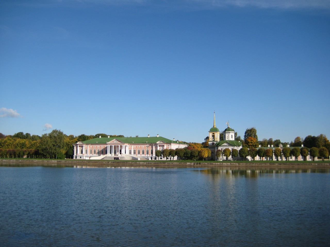 classic-view-of-kuskovo-palace-across-the-lake
