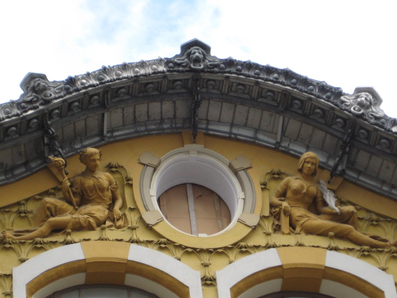 detail-of-kekuscev-building-on-prechistenka