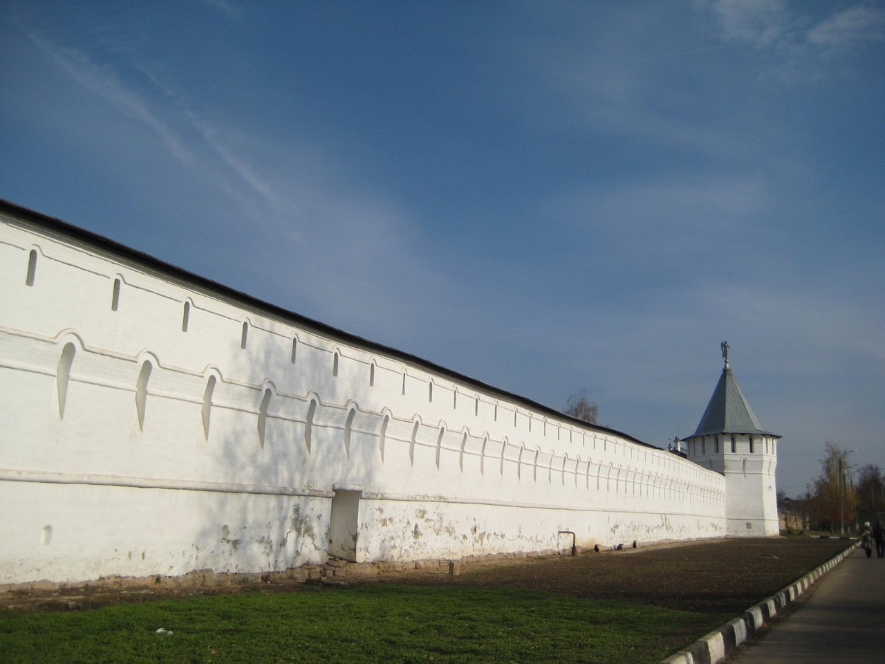 fortified-wall-of-the-vysotsky-monastery