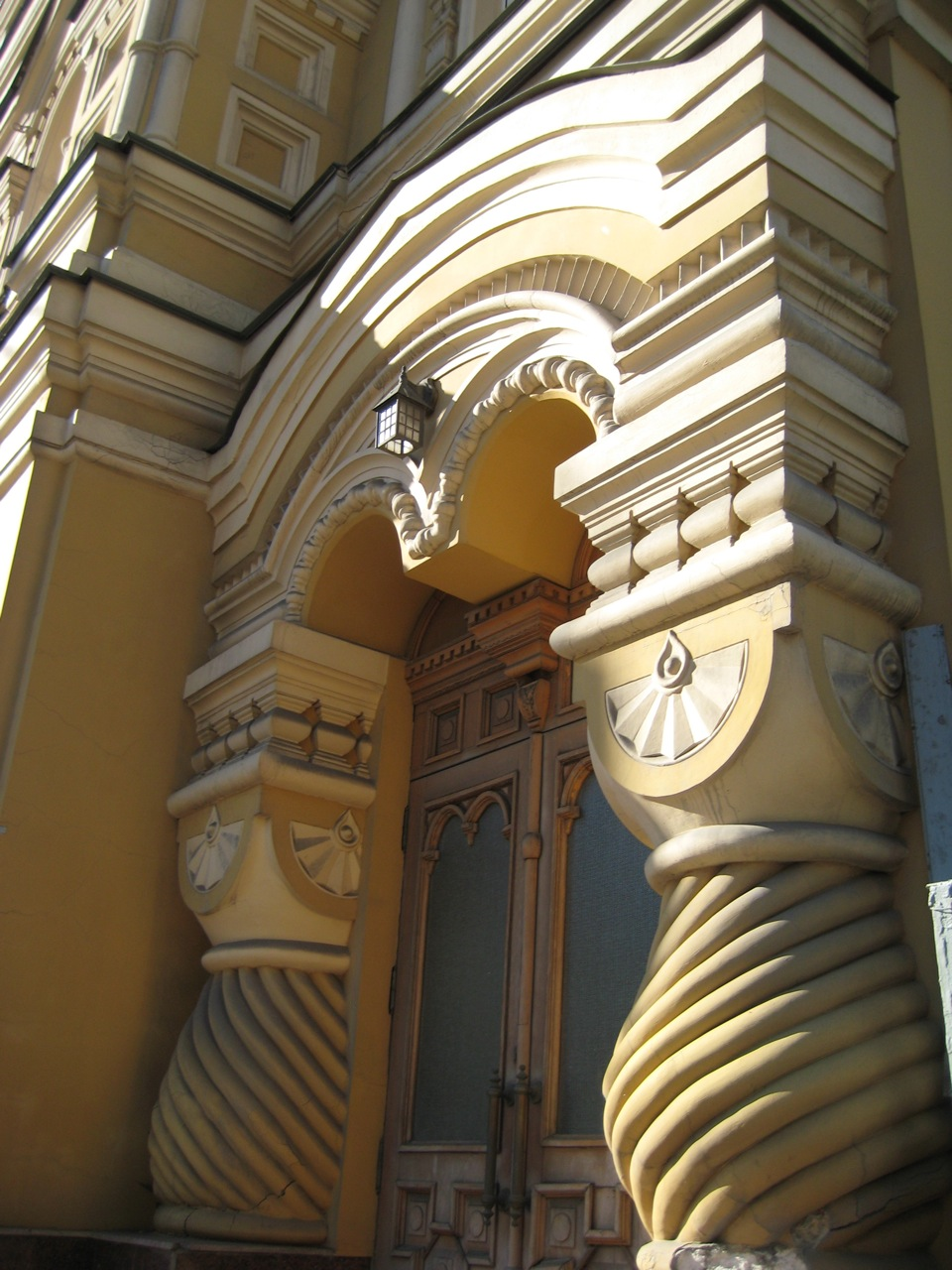 neo-russian-doorway-in-the-linguistics-university