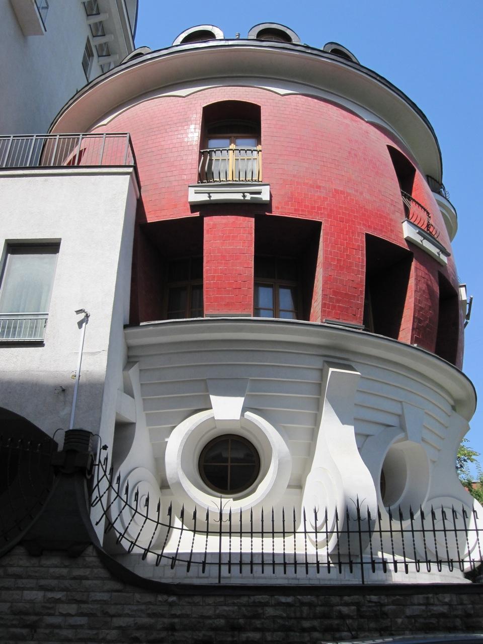 landmark-of-the-week-the-egg-house-on-ulitsa-mashkova