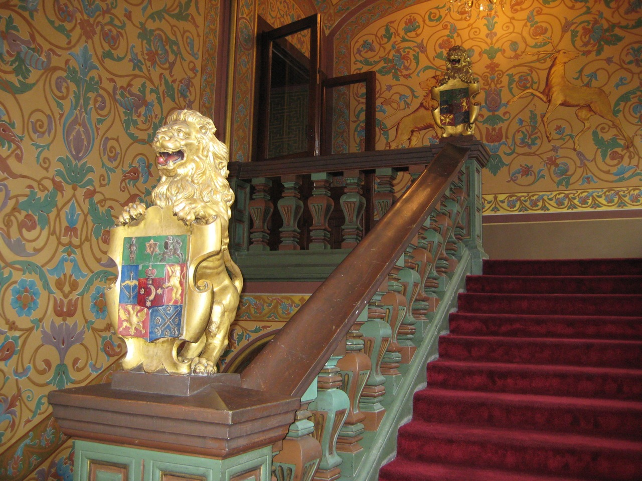 yusupov-palalce-grand-staircase-with-coat-of-arms