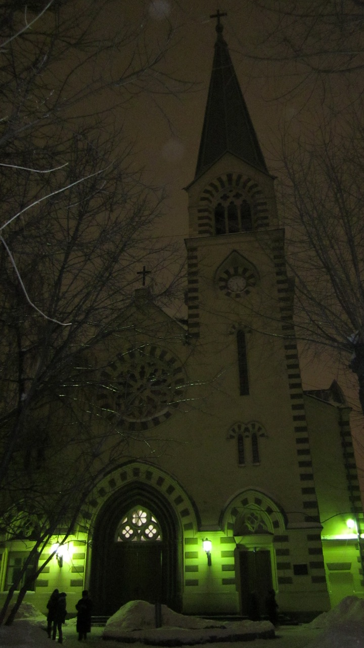 lutheran-church-by-night
