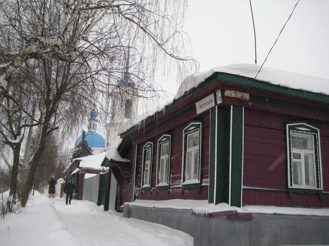 snowy-street-corner