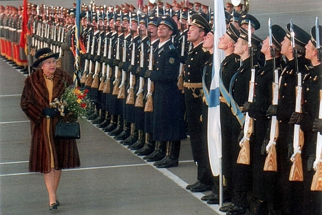 Guard of honour: the Queen and the Duke of Edinburgh were guests of Boris Yeltsin at the Kremlin in 1994. Source: Rex / Fotodom