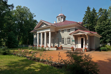 The young poet Pushkin spent several summers in Zakharovo estate. Source: Lori/Legion Media