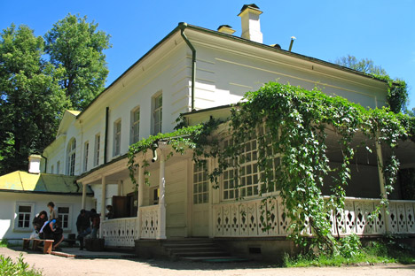 Tolstoy spent most of his life in Yasnaya polyana, and almost all of his books were written there. Source: Lori/Legion Media
