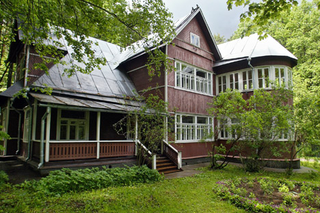 Peredelkino, which is just a twenty-minute train ride from Moscow, is a cluster of literary dachas. Source: ITAR-TASS