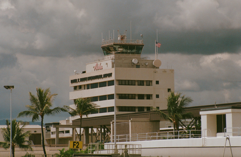 Honolulu Airport, Hawaii. 35mm. Minolta XG-1. Fujifilm Superia 400. Vivitar 80-200mm.