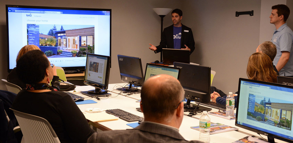 Leading Blu Homes Configurator workshop with prospective home buyers