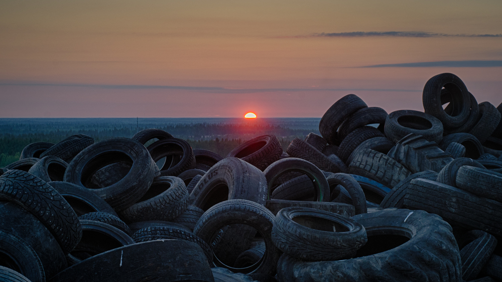 The midnight sunset over the dump
