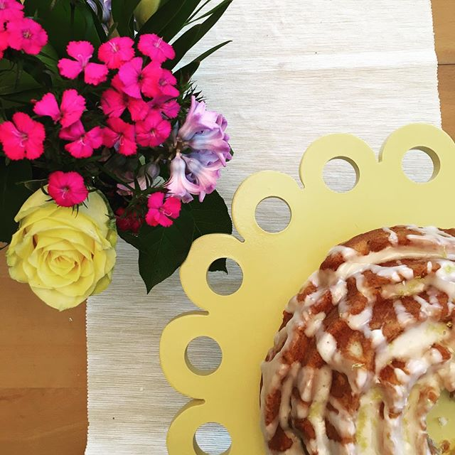 Sunday brunch with good friends (and limoncello cake)