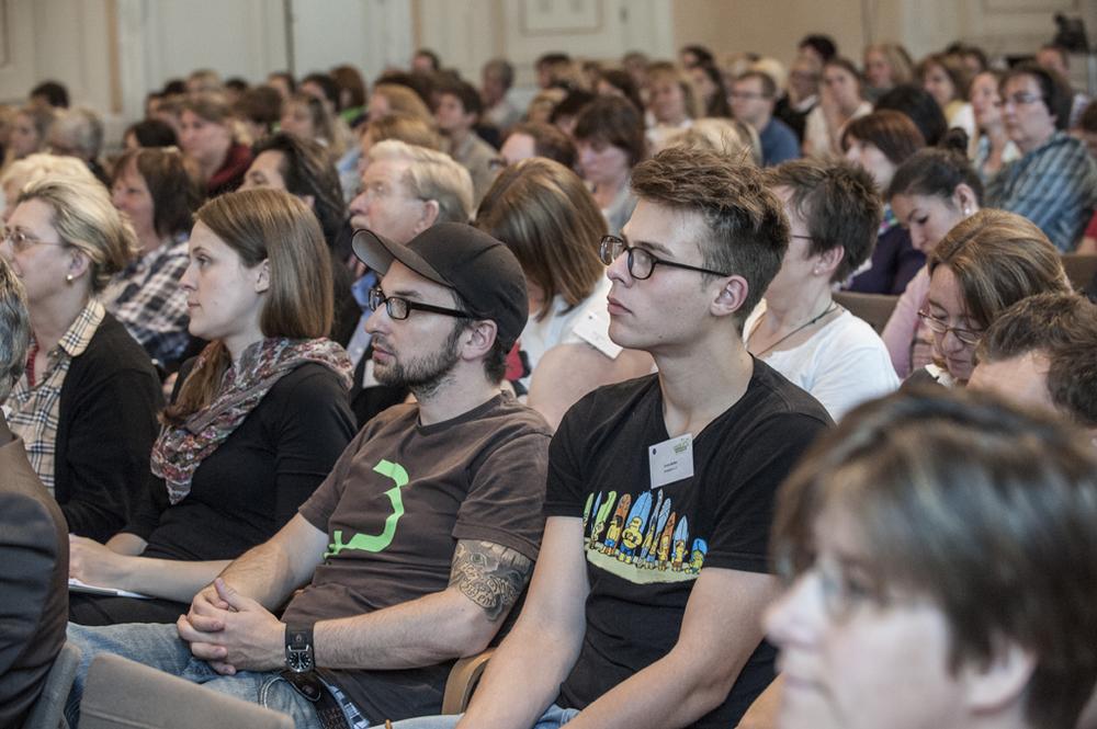 Über 250 pädagogische Fachkräfte diskutieren neue wisssenschaftliche Erkenntnisse der Lernforschung.