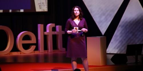 TEDXDelft_Jojanneke_stage.jpg