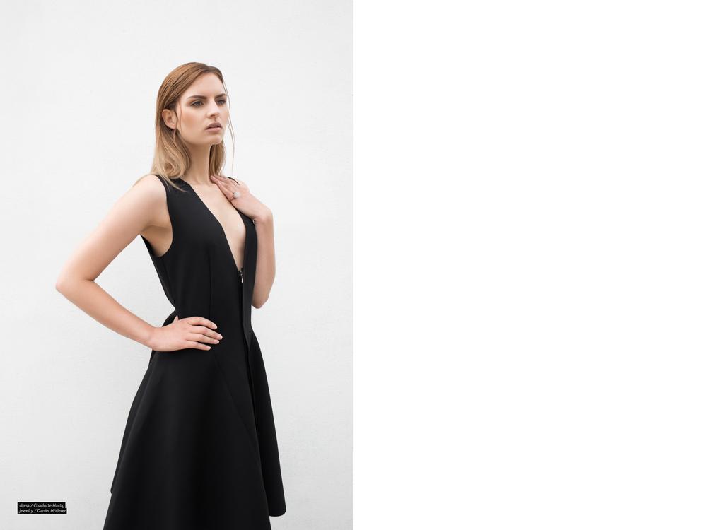 DRESS BLACK CIRCLE