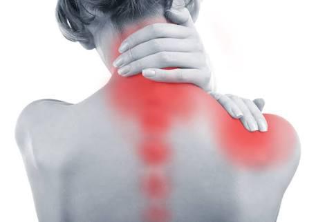 Dor de origem da coluna cervical e dor ao redor da escápula