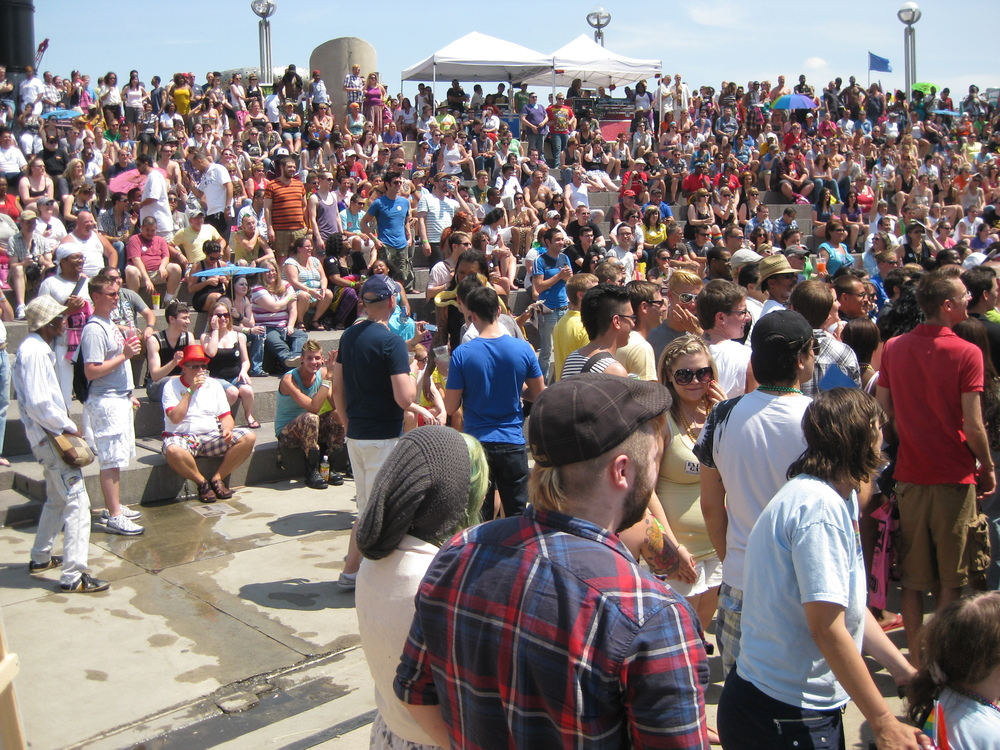 Motor_City_Pride_2011_-_crowd_-_052.jpg