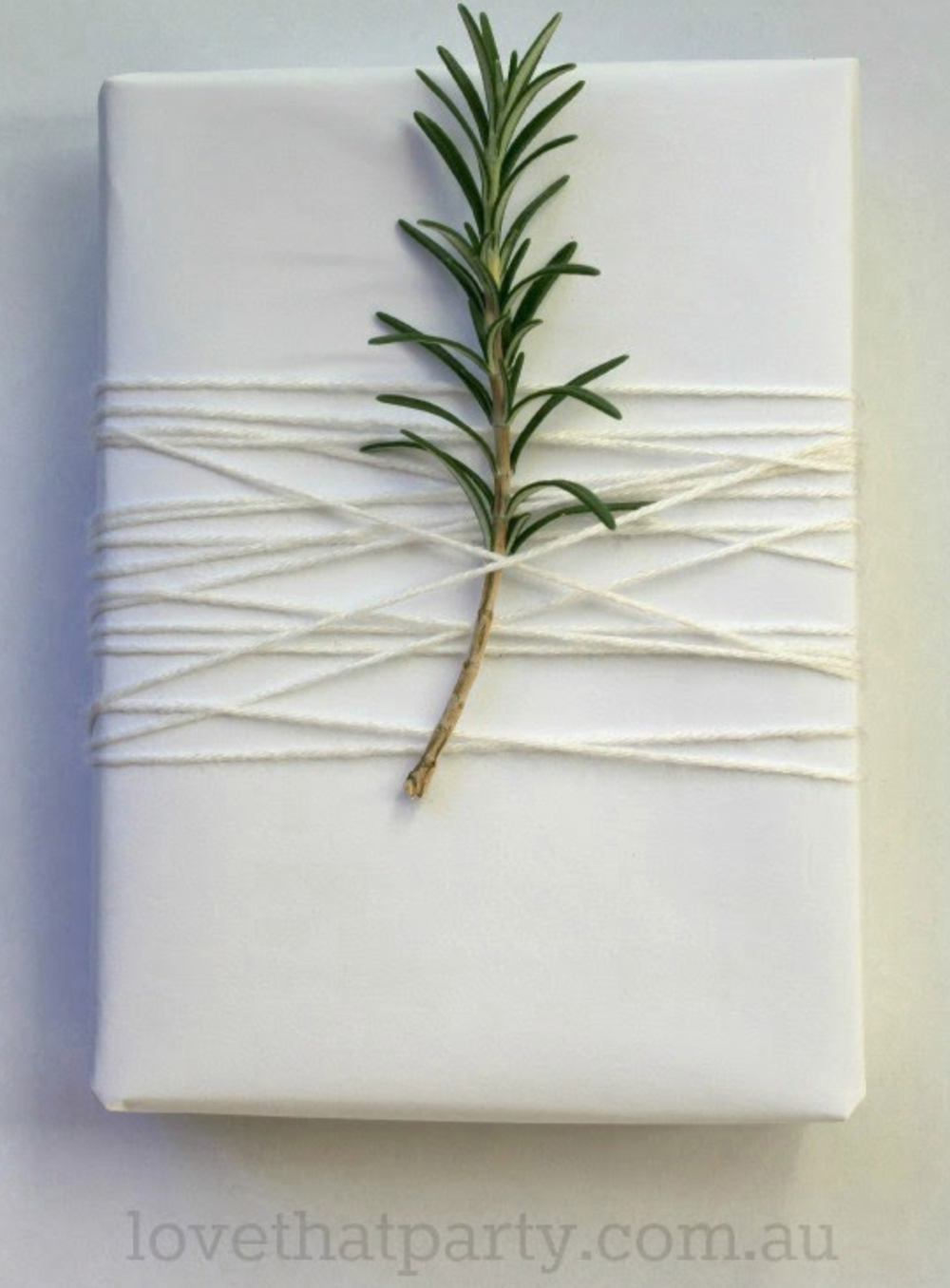 http://www.lovethatparty.com.au/2013/12/simple-white-christmas-gift-wrap.html