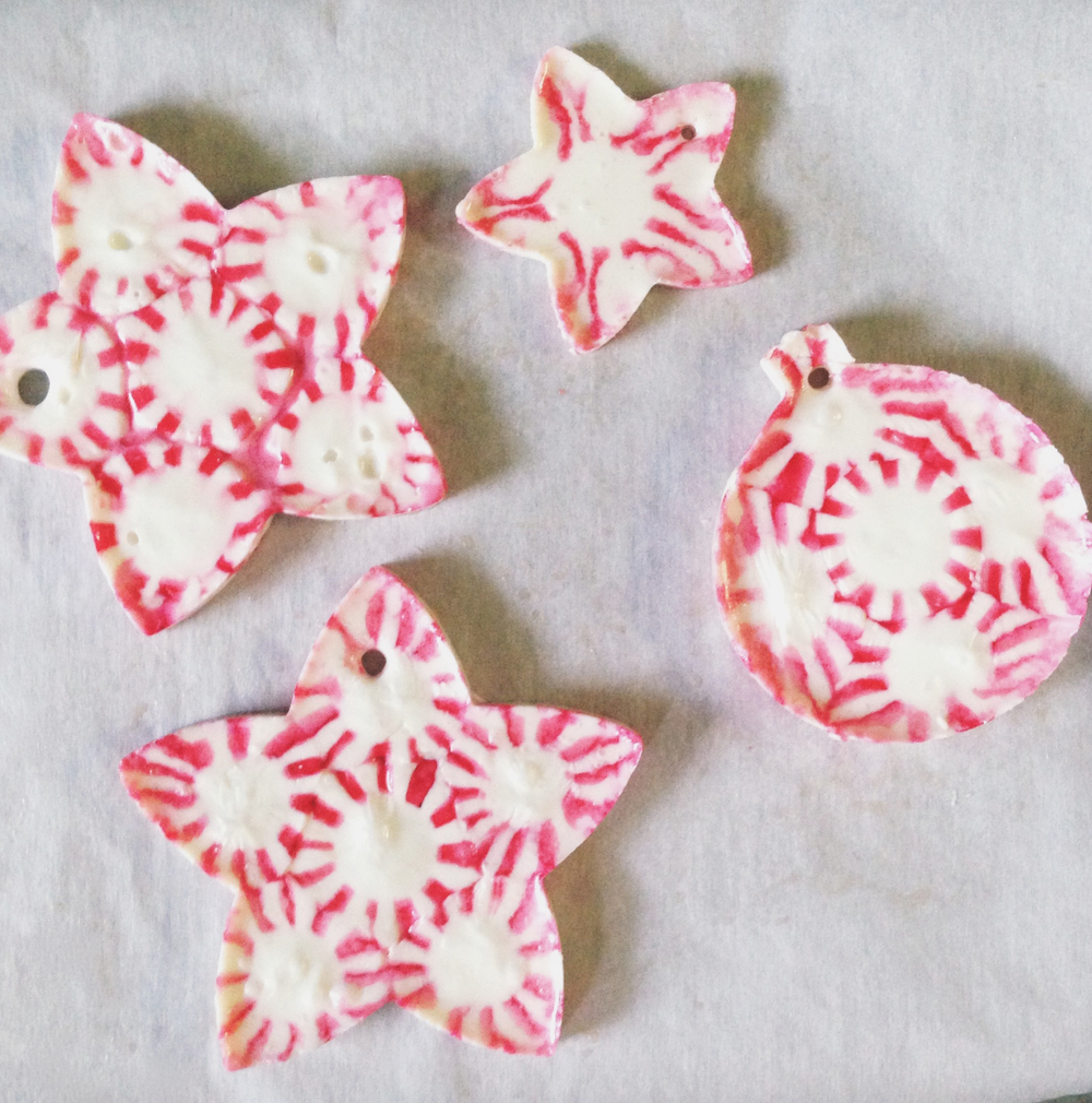 http://hello-homebody.com/2013/12/20/peppermint-candy-christmas-ornaments/