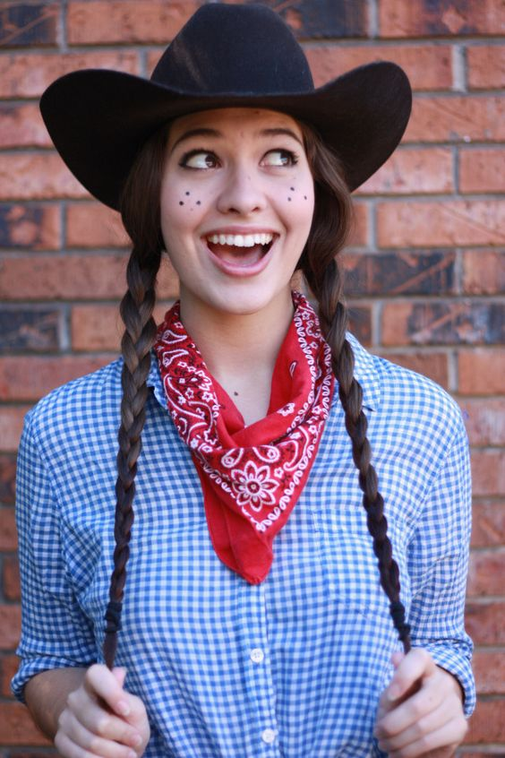 9. Cowgirl  - Grab your hat and your jeans! This look takes seconds to create.