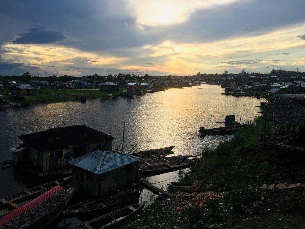 Saabub õhtu Iquitose linna pilt-ilusas.. agulis. Foto: Kaidi Reinu /Amazonas Reisid