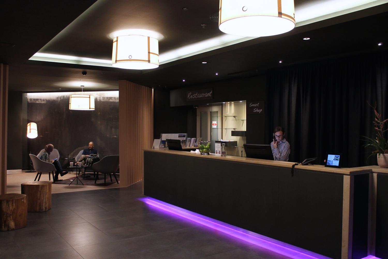 Innen Architekt hotel reception studer