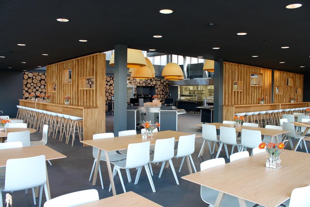 Hotel gastro studer for Restaurant design innenarchitektur