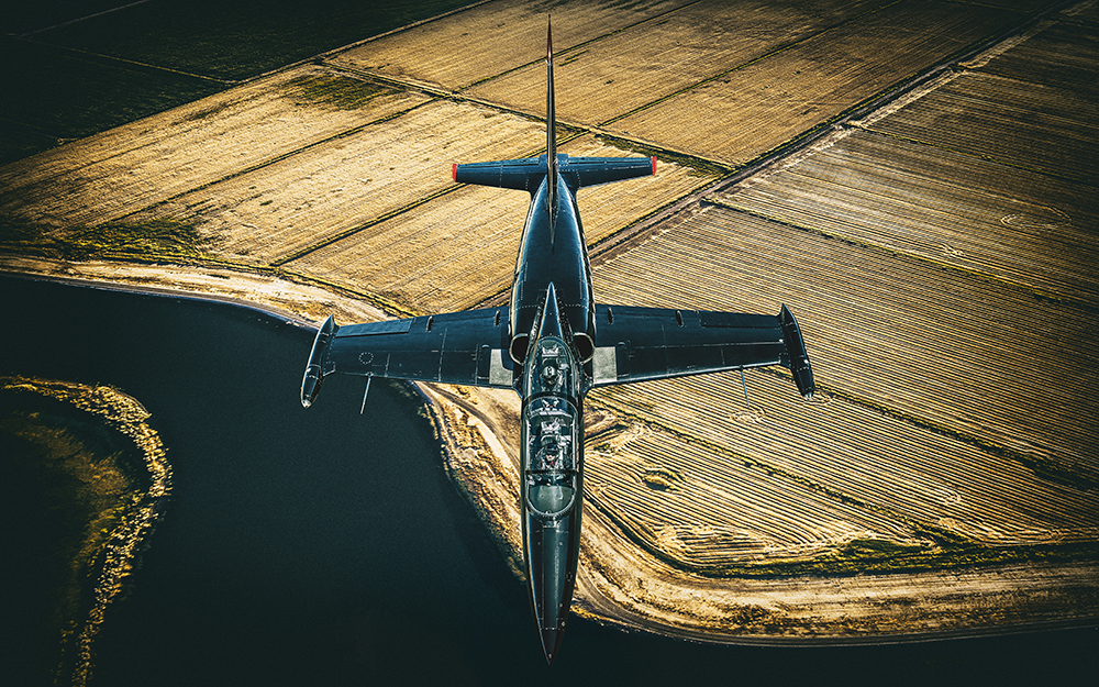 Schneider Productions teamed up with famed advertising photographer Blair Bunting  to recreate the famous Top Gun moment: the cockpit to cockpit photo .