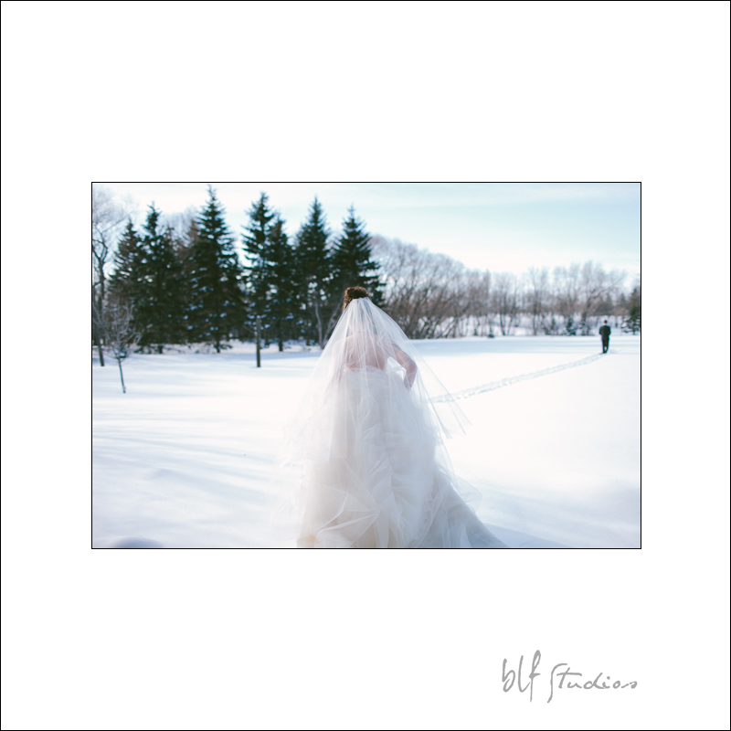 wedding first look in the snow.jpg