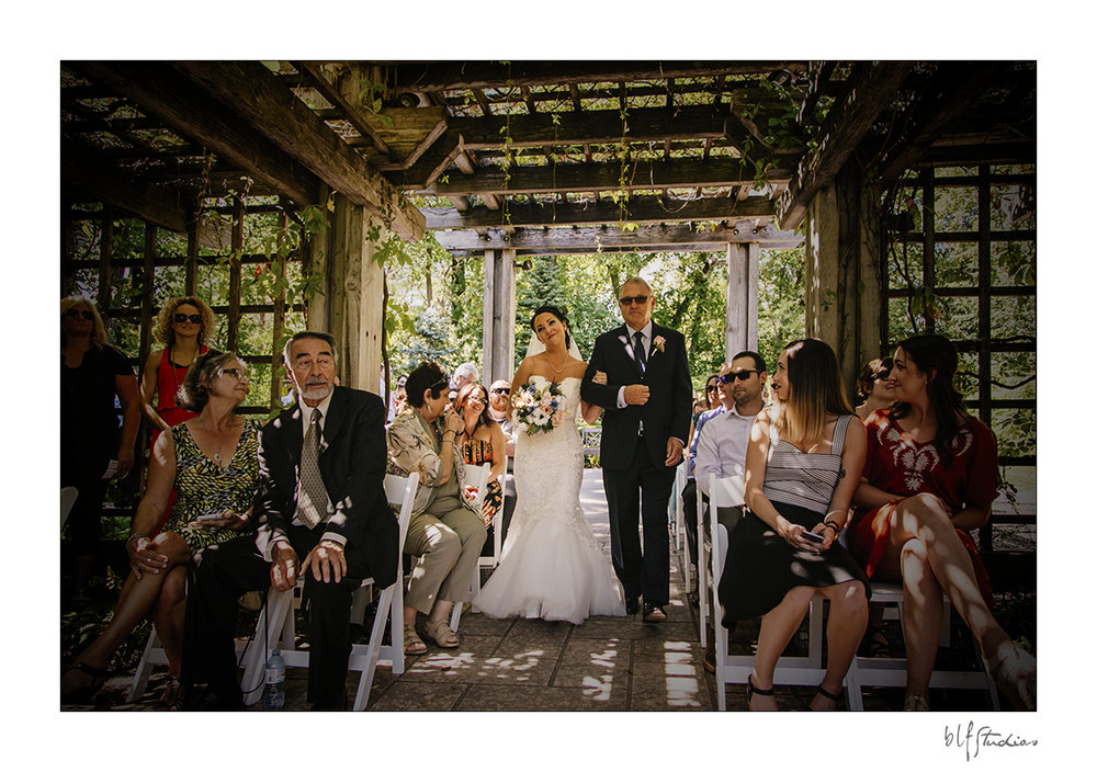 010-Leo-Mol-assiniboinepark-winnipeg-wedding.jpg