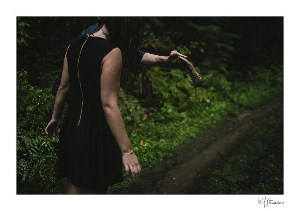 006-Kenora-engagement-photographer-woods.jpg