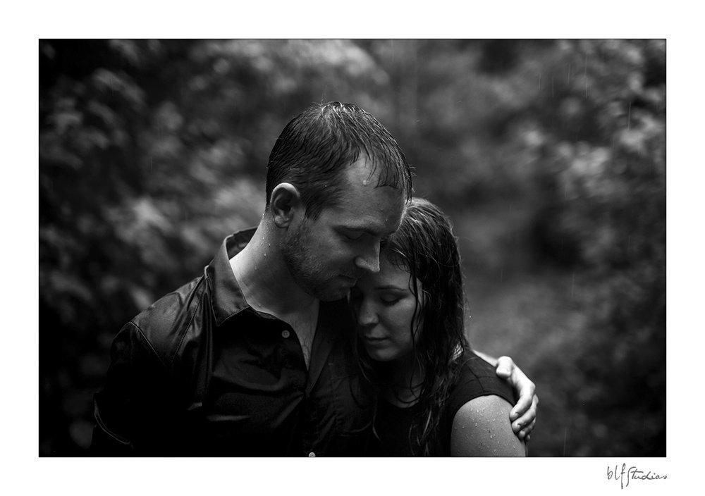 007-Kenora-engagement-photographer-woods.jpg