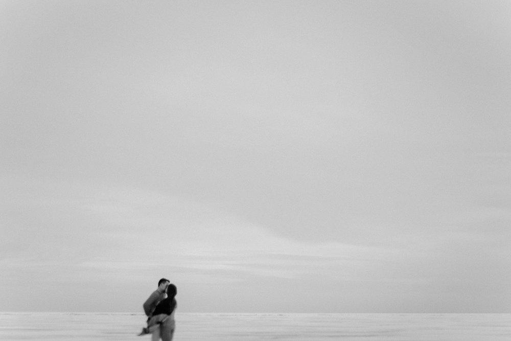 0006-gimli-manitoba-engagementphotos-winter-nicolematt.jpg