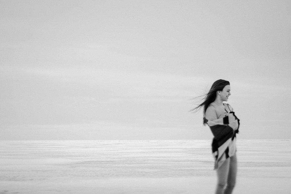 0009-gimli-manitoba-engagementphotos-winter-nicolematt.jpg
