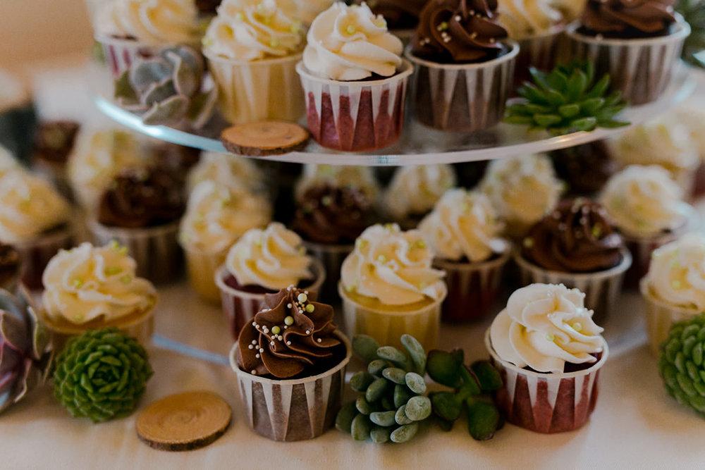 Cupcakes for wedding cake photo
