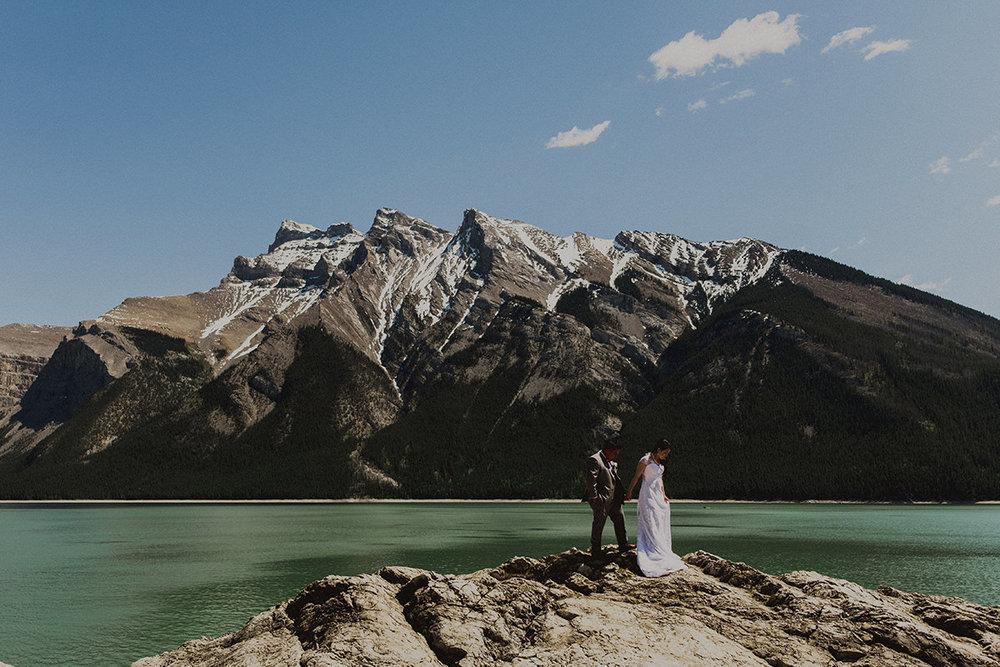 0010-silvertipresort-canmore-wedding-photographer.jpg