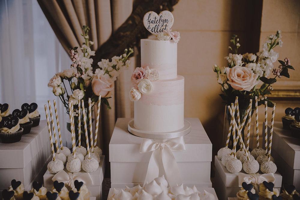 Ideas for Wedding cakes in Winnipeg