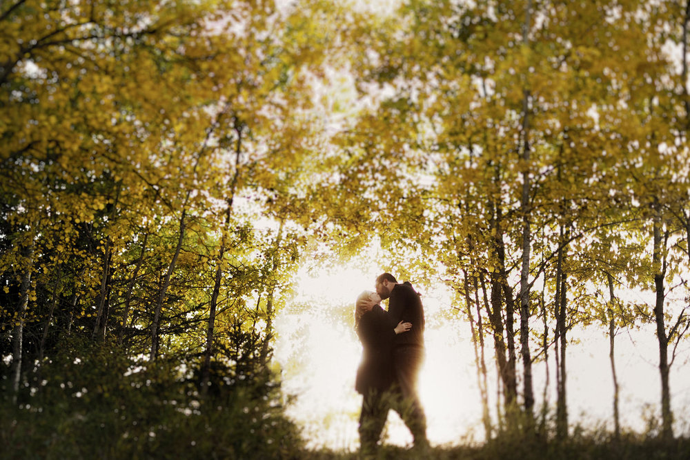 0014-manitoba-woodlands-engagement-photos.jpg