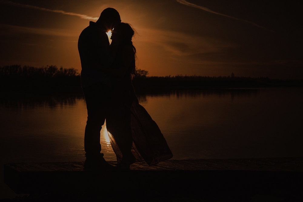 0016-gimli-lake-engagement-photos-melissa-chris.jpg