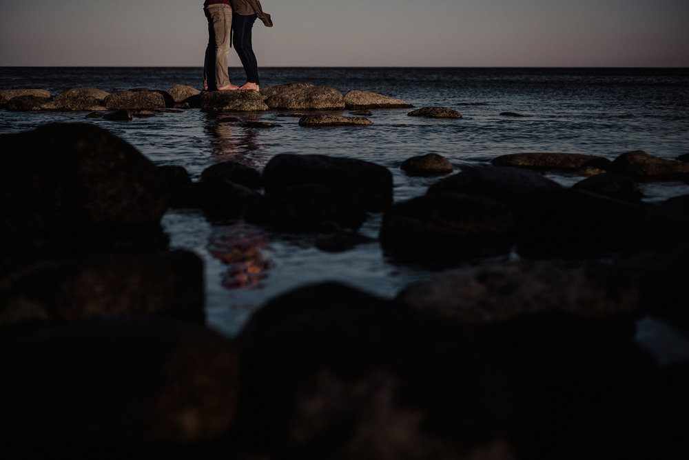 0003-gimli-manitoba-lake-beach-engagement-photographer-daniela-steven.jpg