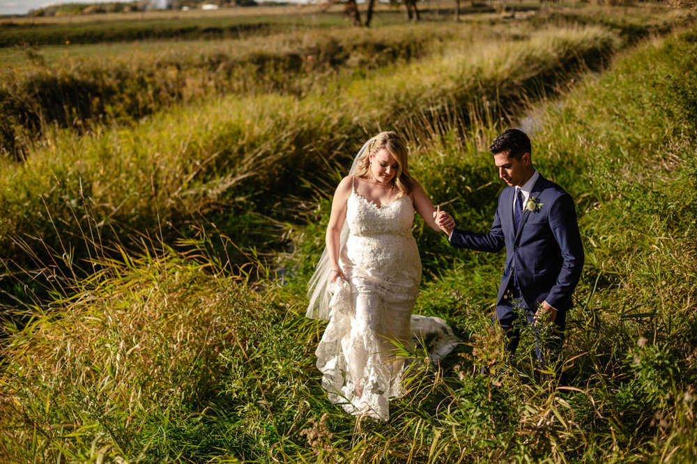 CarrieyAndCorey-Married-Wedding-HawthornEstatesWedding-WinnipegManitoba-CountryWedding-AutumnWedding-Fall-OutdoorWedding-blfStudios-Tony-038.jpg