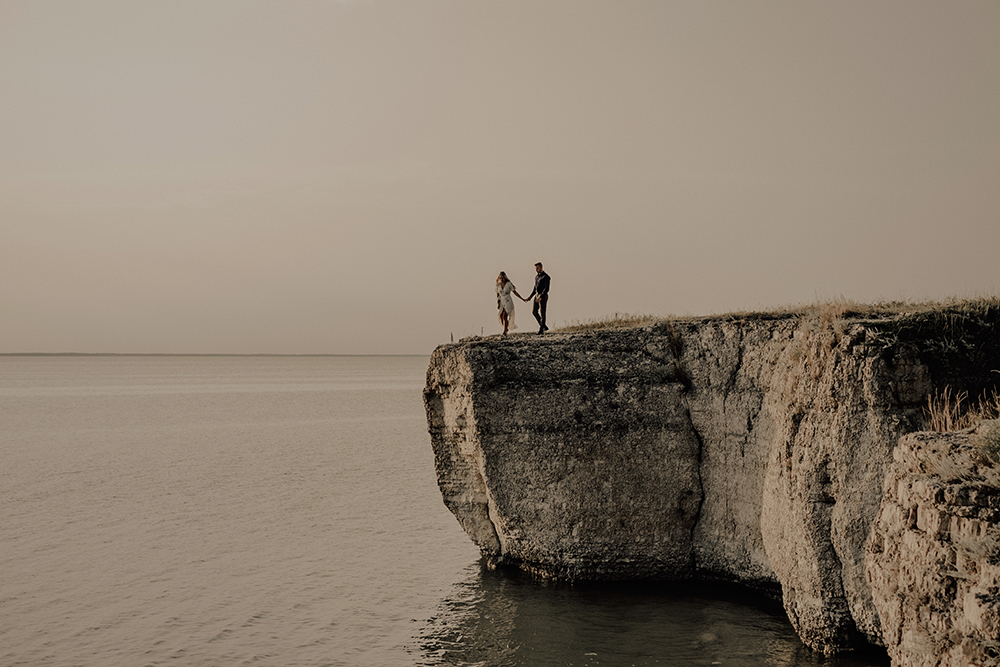 0004-steep-rock-manitoba-engagement-photos.jpg