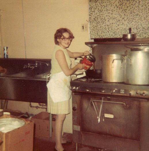 Mami en la cocina.jpg