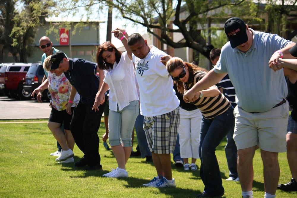 cooperative-outdoor-team-building-activity.jpg