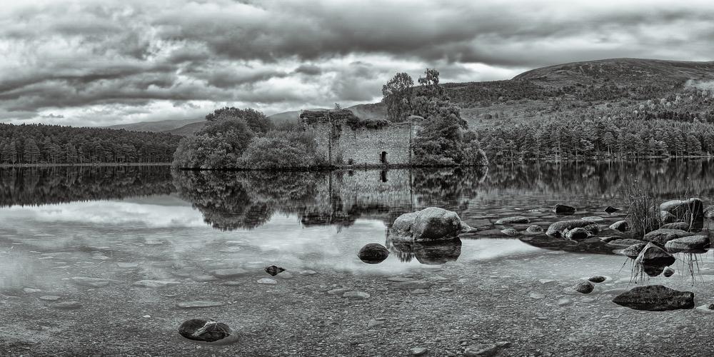 Stephen_Crossan_Loch_an_Eilein_Castle.jpg