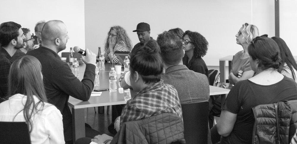 Publiek rondetafel gesprek over het project met andere professionals uit het veld (foto © Claudine Boeglin)