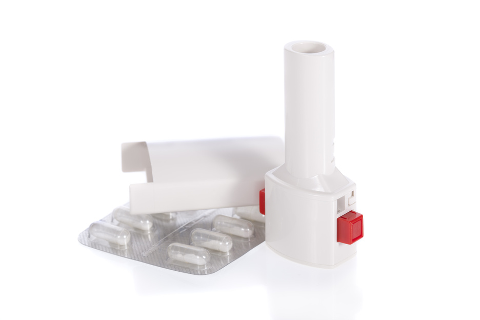 012111957_asthma inhaler isolated on a white background.jpeg