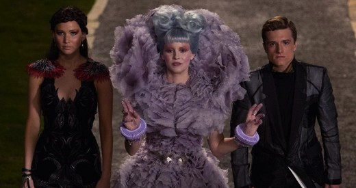 katniss-effie-peeta-catching-fire.jpg