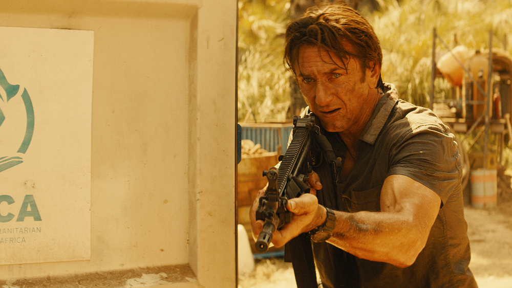 the-gunman-sean-penn.jpg